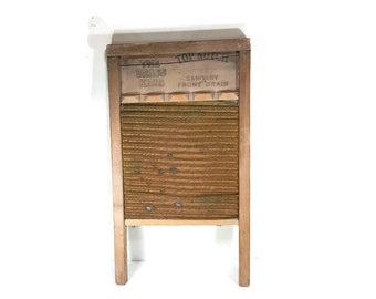 VINTAGE WASHBOARD Rustic and Rusty Laundry Wash Board Decor Primitive Farmhouse Cottage Old Fashioned Prop