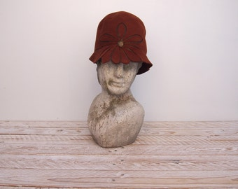 Cloche Hat - 1920s Hat - Felt Hat -  He Loves Me Not Hat