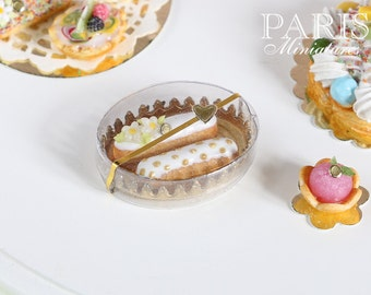 Patissier Gift Box of Eclairs (White) - Miniature Food