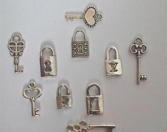 Tibétain argent petites clefs et serrures charmes (10 pièces au total) - 5 ensembles de fabrication de Scrapbook, l'artisanat/bijoux
