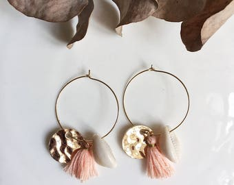 JULIE hoops with hammered sequin, Pompom, shell and peach