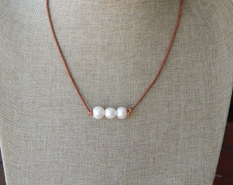 Triple pearl leather necklace, boho style jewelry, choker necklace, pearl on leather, beach boho, festival chic jewelry, greek leather