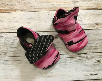 Baby shoes - Camo Baby Hightops, Size 0-18 Months, Trendy Baby Shoes, Modern Baby Shoes, Booties, Crib Shoes, Soft Sole, Baby Moccs