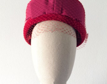 vintage 1950s hat・strawberry pillbox・veil and bow・FREE SHIPPING