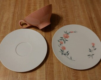 Boontonware Pink and White Tea Party! 4 cups, saucers and plates - melmac 50s