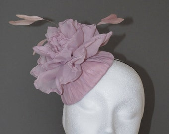 Dusky pink flower hat. Pink wedding hat. Pink flower fascinator. Pink flower hat. Pink Ascot hat. Pink Derby hat.