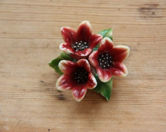 Plastic 1940 charming floral brooch