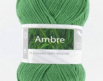 Yarn was amber green 080 horse white No.