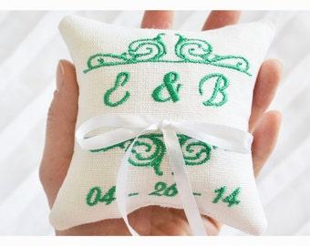 Cuscino portatore anello personalizzato, cuscino anello personalizzato, cuscino anello nuziale cuscino portatore di anello, ricamo personalizzato, qualcosa di blu (LR12)