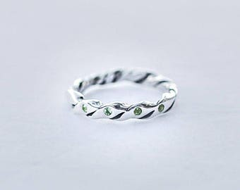 Silver twisted band ring with 5 peridot stones/ peridot pave inlay ring/peridot olivine, olive green