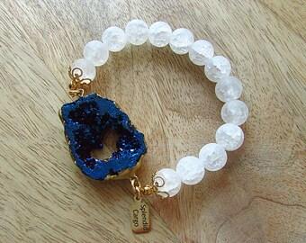 Blue druzy bracelet with frosted Ice Flake Quartz beads, natural druzy stretch bracelet, gift for her, celestial stone jewelry