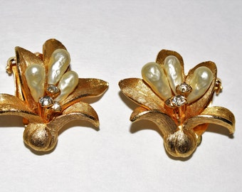 Vintage Kramer Flower Clip On Earrings