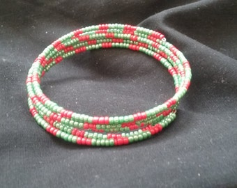 Red and Green Beaded Bracelet, Christmas Bracelet, Memory Wire Bracelet, Holiday Jewelry