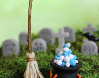 Witch's Cauldron with Broom, Halloween Decoration, Miniature Landscapes, Dollhouse,Fairy Garden Miniatures, Holiday Decorations, Cake Topper