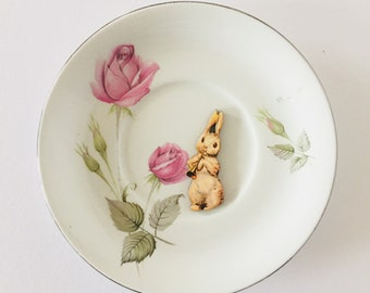 Rabbit Playing Trumpet White Display Plate 3D Sculpture Pink Green Rose Flower Design for Wall Decor Birthday Wedding Anniversary Gift
