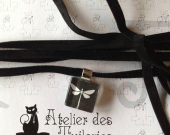 Choker velvet 5mm with 15mm black/white Dragonfly motif pendant