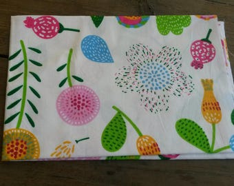Graphic floral patchwork fabric / 40 X 50 cm