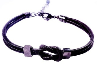 Leather bracelet with a knot of the harmony