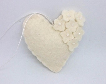 Felt heart ornament with flowers - White with white beads - nursery decor - Spring nature decoration - ideas for Easter - Wedding