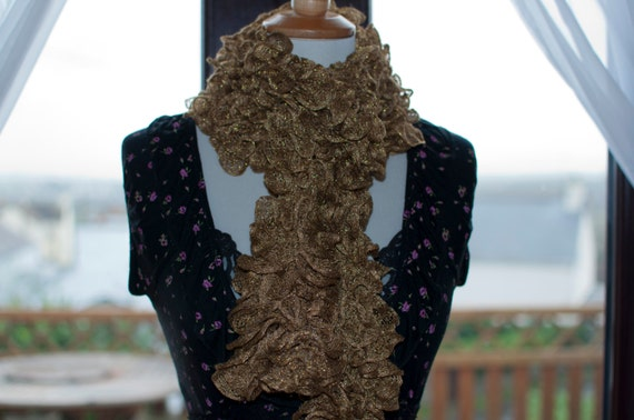 Handknitted Ruffles Scarf in Gold