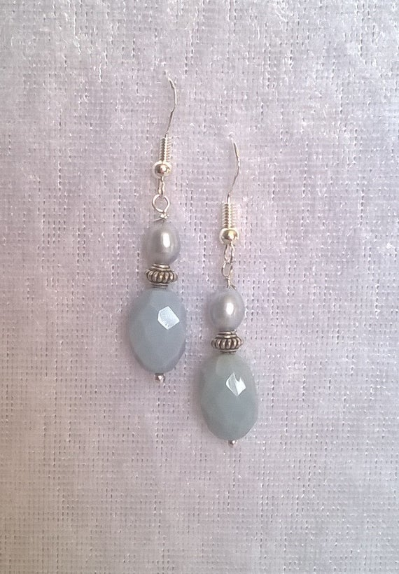 S - 556 Pearls and opals earrings