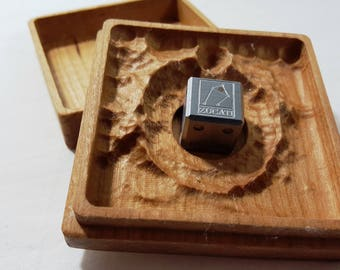 Zucati EleMetal™: Meteorite Logo Die with Impact Crater Case in Cherry (Libra) 1/3
