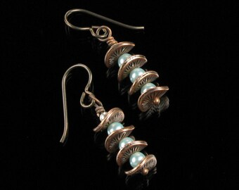 Copper & Pearl Dangle Cool Earrings, Unique Wavy Disc Copper Earrings, Niobium earrings, Mint Green Pearl, Unique Jewelry Gift, Women's Gift