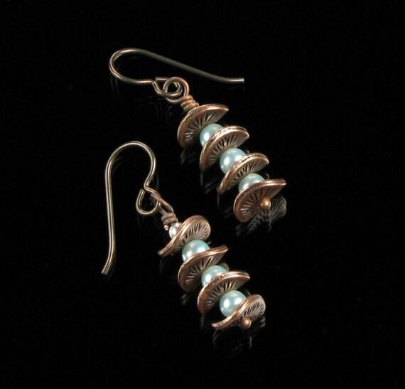 Copper & Pearl Dangle Cool Earrings, Unique Wavy Disc Copper Earrings, Niobium earrings, Mint Green Pearl, Unique Jewelry Gift, Women's Gift