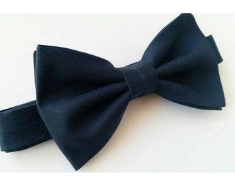 Navy Blue bowtie / blue bowtie / dark blue bowtie/ navy wedding / wedding bow ties / vintage wedding / toddler blue bow tie / mens bowtie