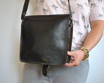Vintage MESSENGER LEATHER BAG , cross body bag.............(575)
