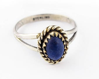 Sterling silver ring with violet lapidary