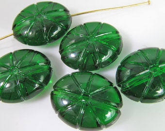 10 Vintage 20mm Emerald Green Carved Acrylic Beads Bd1193