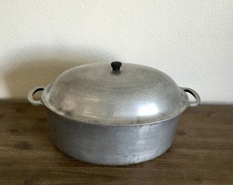 Vintage Majestic Cookware Cast Aluminum Oval Roaster With Lid; Oval Roasting Pan; Aluminum Roaster; Vintage Roasting Pan