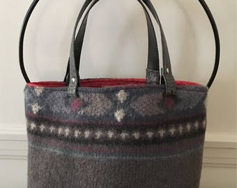 Gray Graphic Print Felted Tote Bag