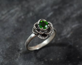 Emerald Green Ring, Chrome Diopside Ring, Natural Chrome Diopside, Flower Ring, Green Flower Ring, Vintage Rings, Solid Silver Ring