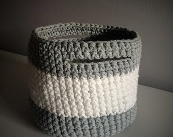 Crochet basket large format (white & light grey)