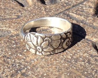 Vintage sterlling silver, floral spoon ring size 8.5