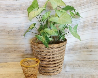 Vintage wicker baskets/set of two wicker plant stands