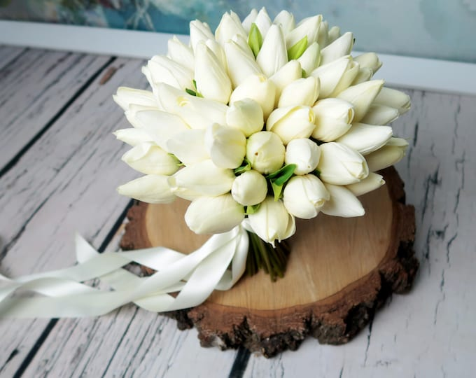 Spring white tulip wedding bouquet super realistic artificial flowers delicate simple everlasting bridal bouquet ivory flowers