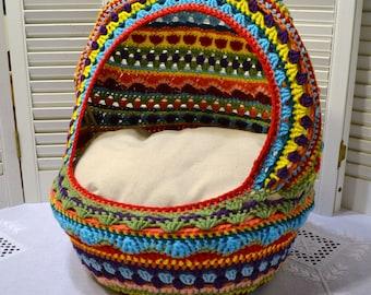 Crochet chat grotte lit pour chien panier en osier Upcycled Mulitcolor Boho PanchosPorch fait à la main