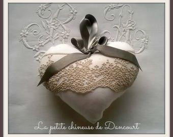 Grey shabby heart bead