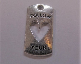 21mm. 5CT. Follow Your Heart Charms, Y12