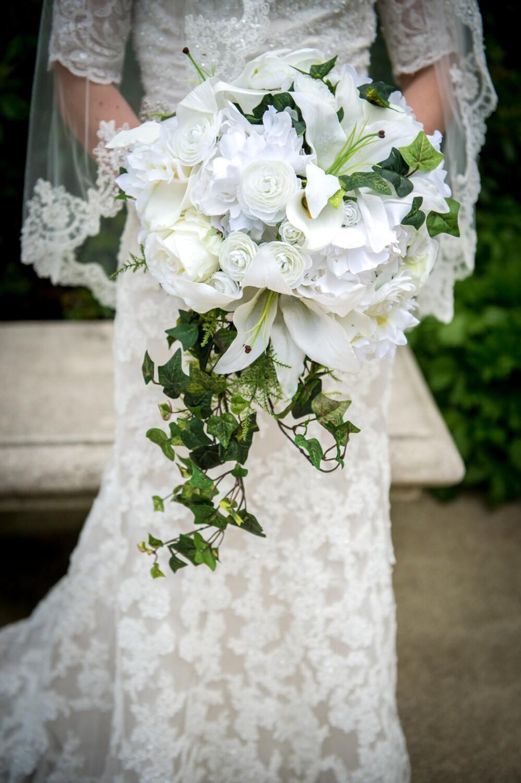 Luxurious fern and ivy cascade bouquet lilies ranunculus zoom izmirmasajfo