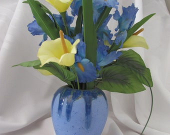 Round Matte and Crystal Glaze Vase with Silk Flowers