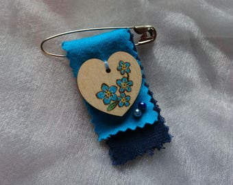 Forget Me Not Brooch - Flower brooch, floral heart woodburning, pyrography and textile shawl pin, medal or badge - Mothers Day gift