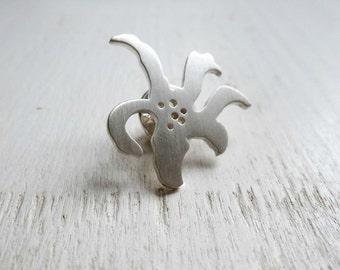 Sterling silver lapel pin – Flower pattern