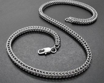 """Super Slinky Stainless Steel Box Weave Chainmaille Necklace - 23"""" / 59cm Handcrafted Silver Tone Chain"""
