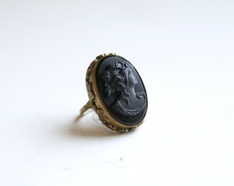 1930s black molded glass cameo brass statement ring / 30s vintage art deco black cameo brass floral ring size 6.5 / cameo ring with flowers
