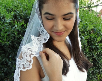 Elbow-length Wedding Veil with Beaded Lace Trim