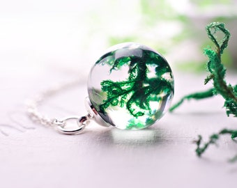 Real moss necklace Real lichen terrarium necklace Woodland specimen necklace Nature lover gift Green moss encapsulated into crystal ball